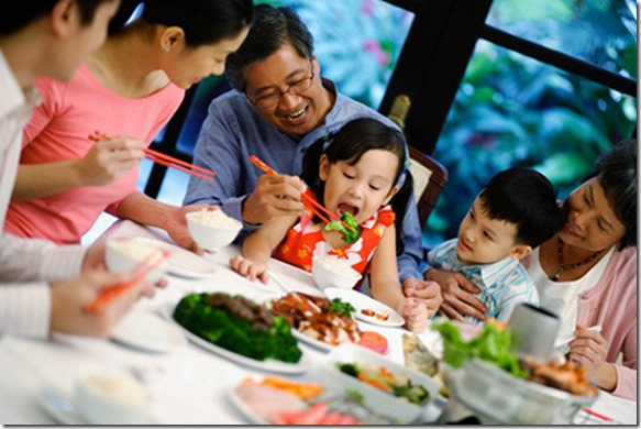 happy-families-are-the-nucleus-of-a-healthy-society-1514484-bua-com-gia-dinh